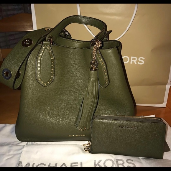 5551e536bfa52f Michael Kors Bags | Large Brooklyn Olive Bag And Wallet | Poshmark